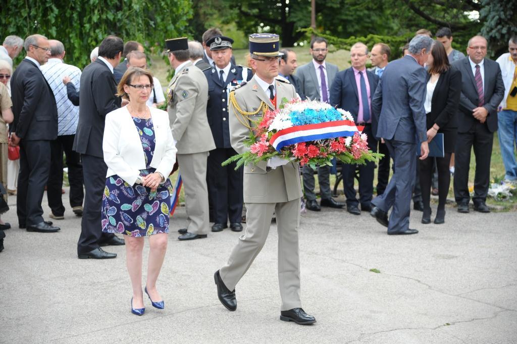 F te nationale d p t de gerbe au monument de for Chambre de commerce franco serbe