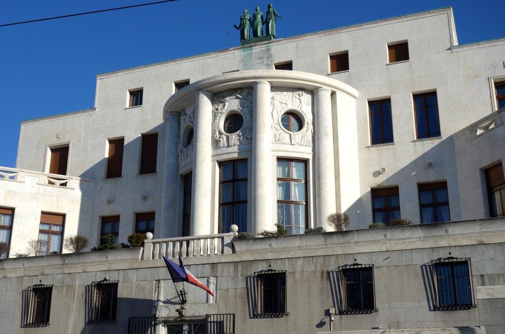 L 39 difice de l 39 ambassade de france belgrade la france for Chambre de commerce franco serbe